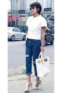 Navy-boyfriend-jeans-jeans-white-top-shirt-white-white-bag-bag