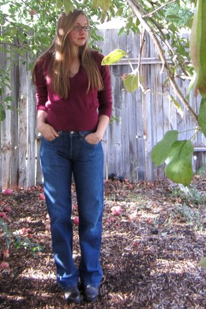 maroon sweater - dark brown leather sporto boots - navy denim Levi Strauss jeans