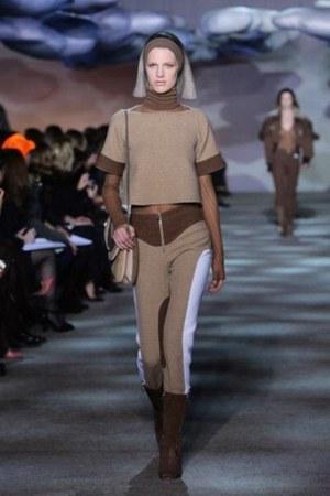 brown Marc Jacobs boots - shoulder Marc Jacobs bag - Marc Jacobs pants