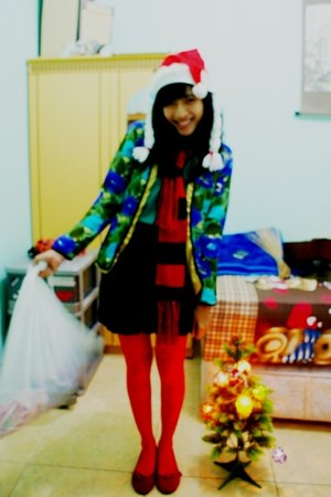 green shirt - red scarf - ruby red flats - black skirt - red stockings
