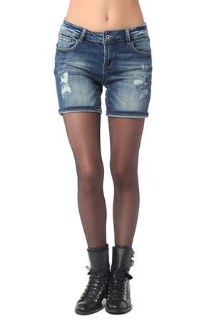 q2 shorts