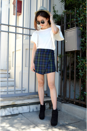 plaid skort Q2HAN shorts - white top Choies top