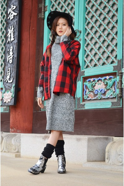 silver boots Chicwish boots - knitted dress Chicwish dress - Chicwish hat