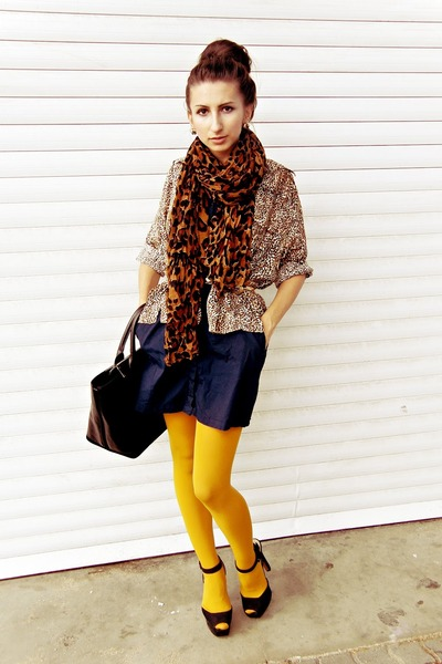 What color tights with navy dress