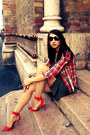 Brick-red-plaid-vintage-shirt-black-classic-pieces-sunglasses