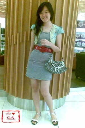 random brand vest - random brand dress - random belt - VIncii shoes - Guess purs