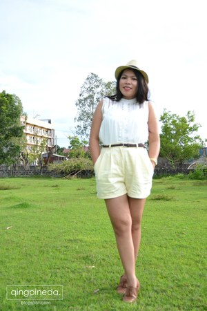 burnt orange oxfords shoes - ivory fedora hat - light yellow high-waisted shorts