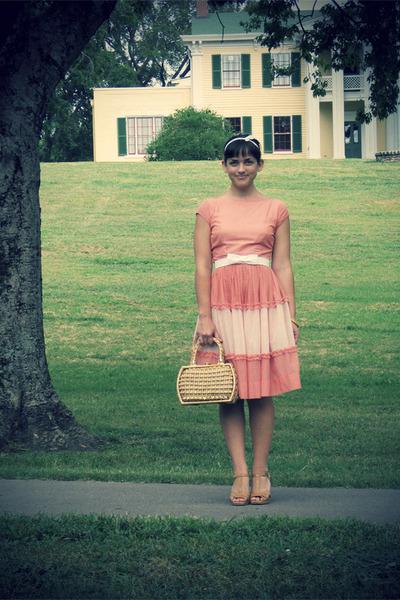 Pink-1950s-vintage-dress-1960s-vintage-bag_400