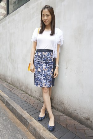 white couture t-shirt Valentino t-shirt - navy Club Monaco skirt