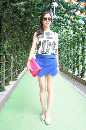 hot pink rockstud Valentino purse - blue Zara shorts