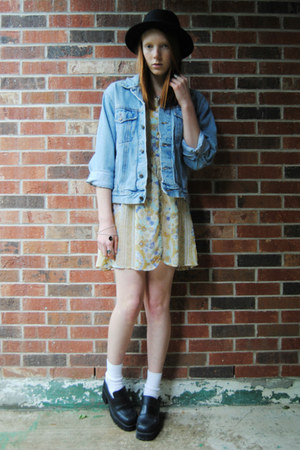 platform thrifted shoes - floral thrifted dress - bowler H&M hat