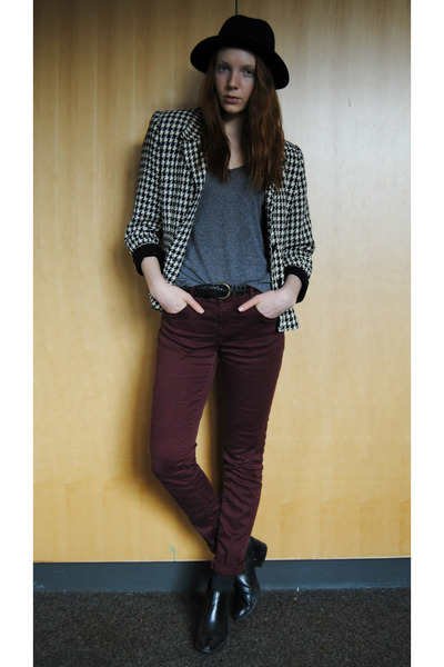 black ankle thrifted boots - crimson skinny Zara jeans - black bowler H&M hat