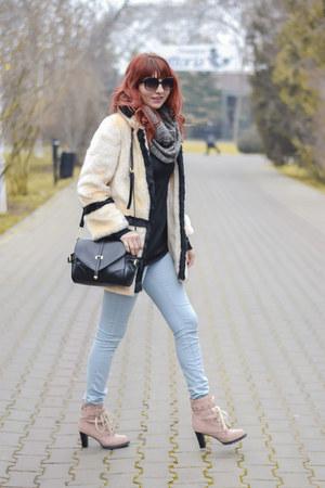 Romwecom coat - jollychiccom boots