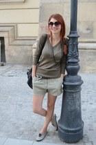 Vero Moda shorts - H&M sneakers