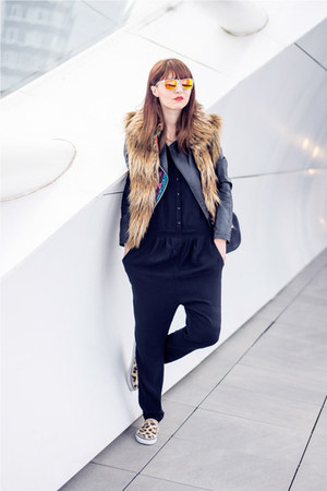 zeroUV sunglasses - BB Dakota vest - H&M sneakers