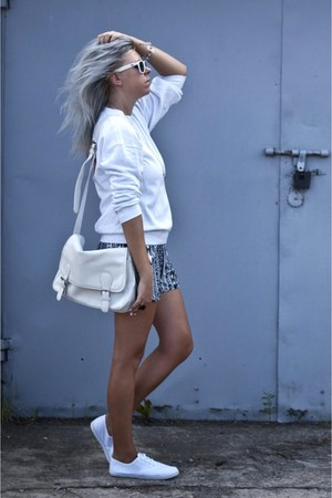 black new look shorts - off white Secondhand blouse
