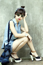 sky blue denim Levis shorts - black velvet bag - tawny mags sandals