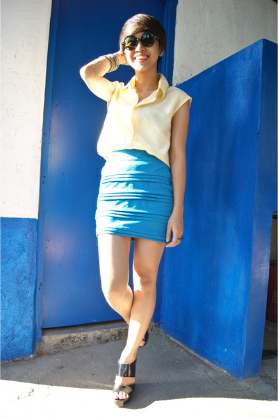 turquoise blue skirt - light yellow moms top - black mags wedges
