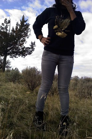 black Harley Davidson boots - heather gray gray jeans jeans - black sweatshirt