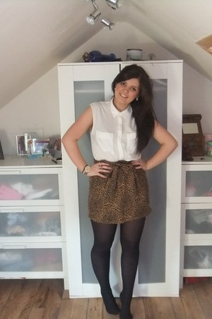 leopard print H&M skirt - backless white H&M shirt