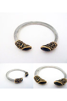 Metal-rack-and-sack-bracelet