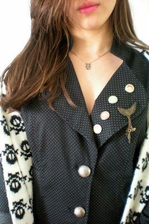 black beauty French Connection sweater - white perfect Jessica Simpson scarf