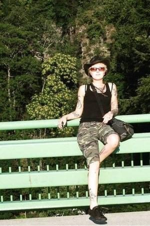 black Levis sunglasses - dark gray dorfman pacific co hat