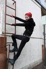 Black-dr-martens-boots-black-skinny-lovesick-jeans-red-claires-hat