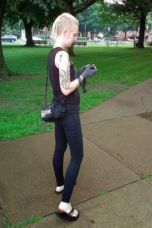 black Lovesick jeans - black corner shop top - black Teva sandals