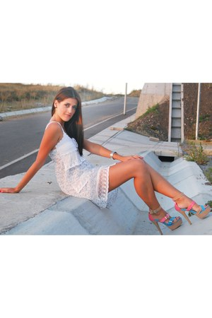 white dress - salmon heels