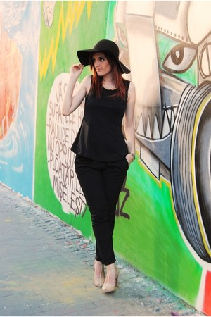 black wool Stradivarius hat - black New Yorker top - beige Zara heels