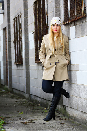 beige trench coat F&F coat - black ROOTS boots - navy Miss Sixty jeans