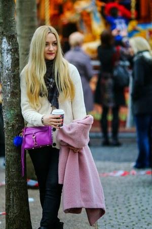 cream Amara Reya cardigan - black Dunnes Store jeans - navy Stile Benetton scarf