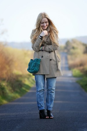 beige trench coat FF coat - black peep toe River Island boots