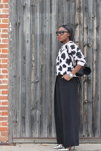 kara bag - Tom Ford sunglasses - Jcrew heels - cameo pants