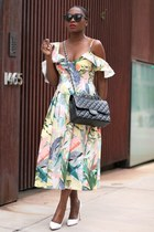 printed midi dress - Chanel bag - black sunglasses - White Classic pumps