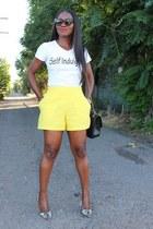 Bag bag - shorts shorts - heels heels - T-shirt t-shirt