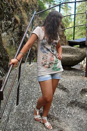 eggshell pull&bear t-shirt - light blue Bershka shorts