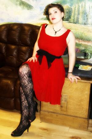 black lace tights - red silk chiffon Moulinette Soers dress - black pumps