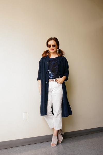 Taupe-leather-gap-belt-navy-linen-shop-urban-renewal-coat