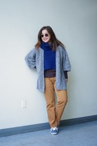 active basic top - camel BDG jeans - Silence  Noise scarf