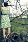 Light-yellow-40s-floral-vintage-dress-navy-vintage-hat-navy-thrifted-belt-