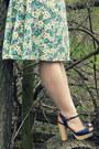 Light-yellow-40s-floral-vintage-dress-navy-vintage-hat-navy-thrifted-belt-