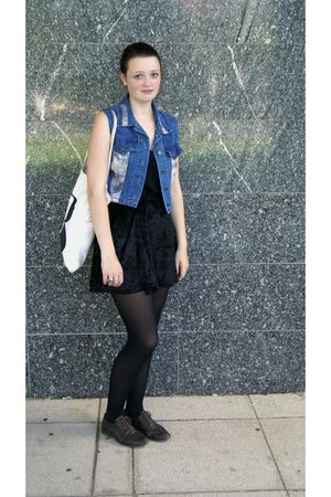 Beyond Retro vest - vintage skirt - Deichmann shoes - Present bag