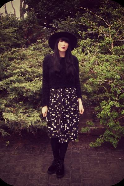 black velvet docs H&M boots - black H&M hat - black Topshop sweater