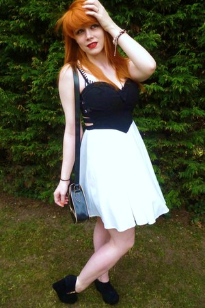 dark gray Matalan bag - white Newlook dress - black Factory Shop wedges