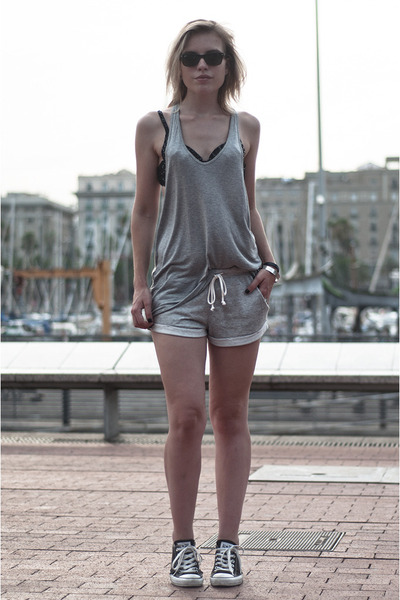 black ray-ban sunglasses - heather gray H&M shorts - heather gray Zara vest