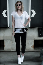 white Hema t-shirt - black ray-ban sunglasses - black H&M pants