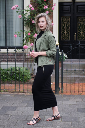 army green Roxy jacket - black jacky dress