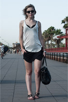 black sacha shoes bag - black Zara shorts - black ray-ban sunglasses